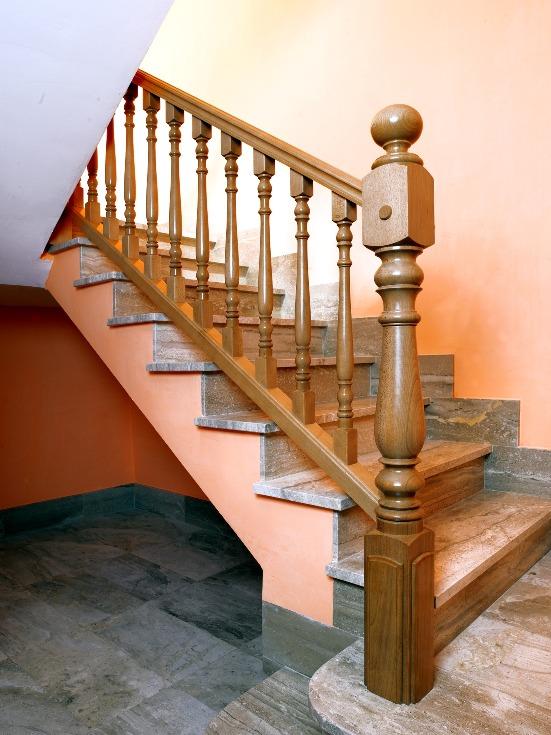 Blog de las escaleras sobre las escaleras su construcci n y dise o - Barandas de madera para escaleras ...