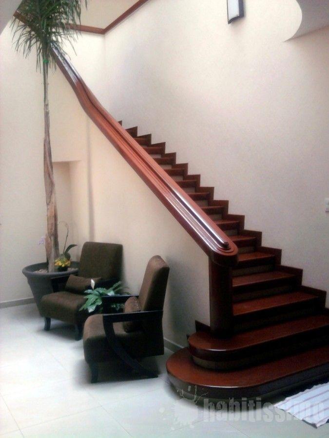 Escalera de madera de Caoba Africana