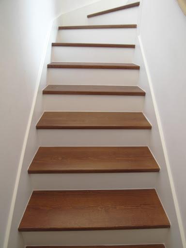 Escalera de madera de Ciprés