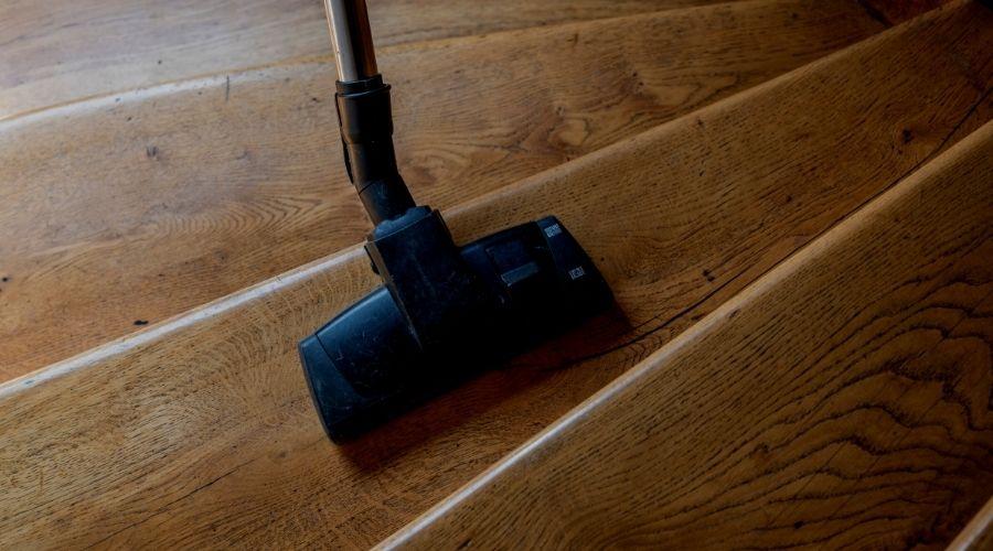 Cómo limpiar una escalera de madera