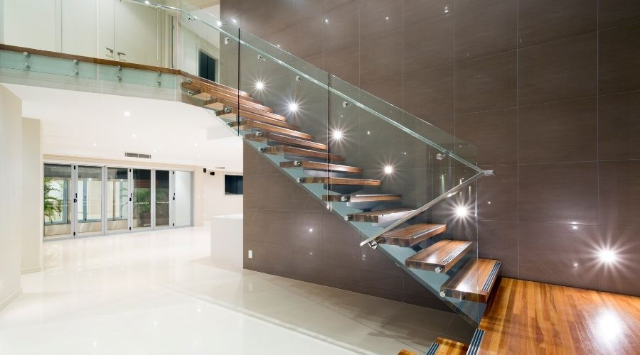 escaleras de madera estéticas y reconfortables